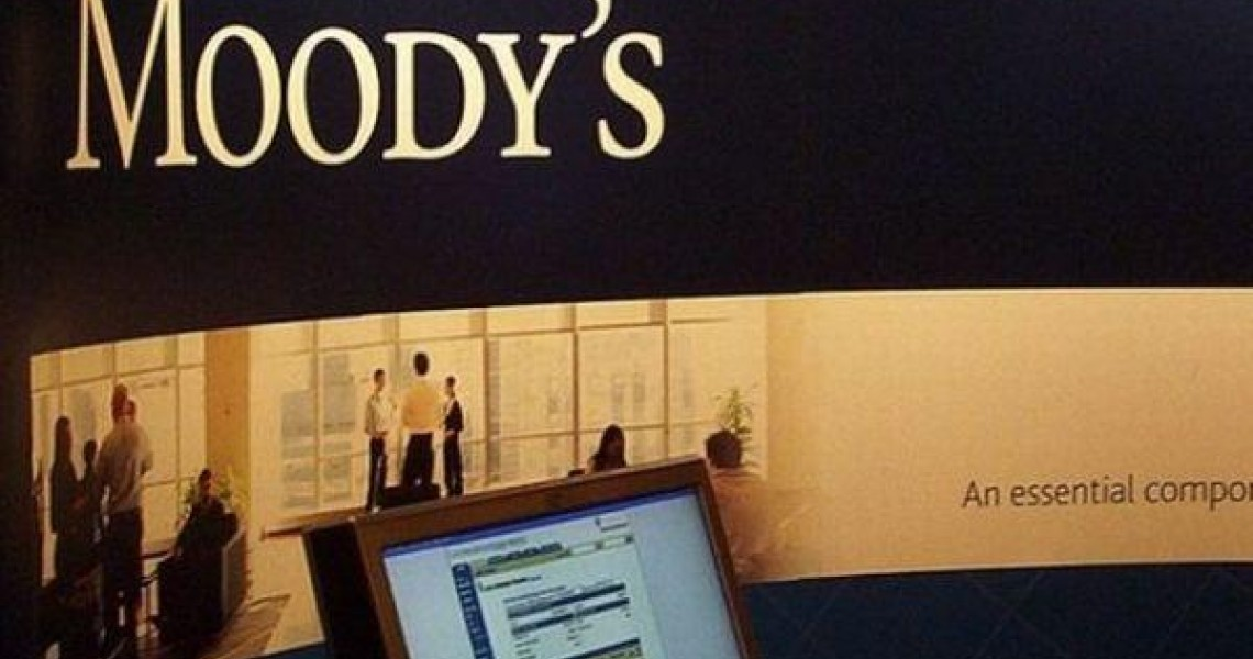 Moody's: Προς υποβάθμιση 21 ισπανικών τραπεζών