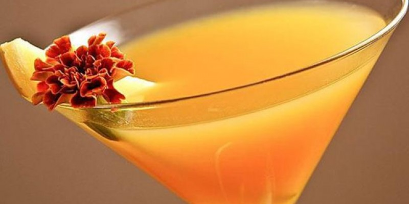 Δροσιστικό peach martini cocktail