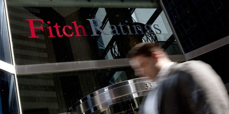 Fitch: Συμφωνία με την τρόικα έως τις 15 Μαΐου ή υποβάθμιση